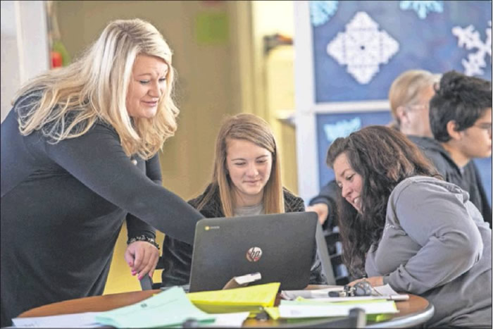 Southern Alamance counselor Kim Davis helps rising freshman Madison Howell and her mother, Melanie